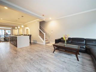 Photo 5: 25 16488 64 AVENUE in Surrey: Cloverdale BC Townhouse for sale (Cloverdale)  : MLS®# R2220408