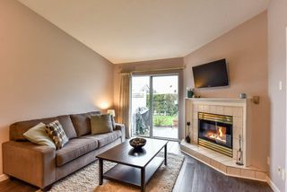 """Photo 7: 23 23580 DEWDNEY TRUNK Road in Maple Ridge: East Central Townhouse for sale in """"St. George's Village Senior House"""" : MLS®# R2258310"""