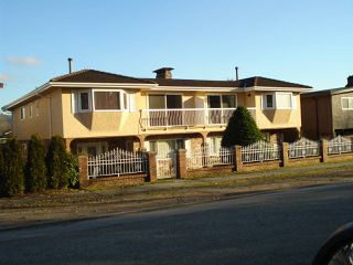 Photo 2: 242 244 WARWICK Avenue in Burnaby: Capitol Hill BN House Duplex for sale (Burnaby North)  : MLS®# R2330048
