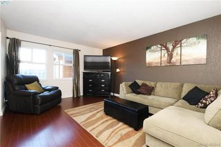 Photo 2: 7 400 Culduthel Road in VICTORIA: SW Gateway Row/Townhouse for sale (Saanich West)  : MLS®# 405518