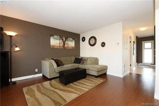 Photo 3: 7 400 Culduthel Road in VICTORIA: SW Gateway Row/Townhouse for sale (Saanich West)  : MLS®# 405518