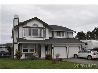 Photo 1: 4073 Borden Street in VICTORIA: SE Lake Hill Single Family Detached for sale (Saanich East)  : MLS®# 290146