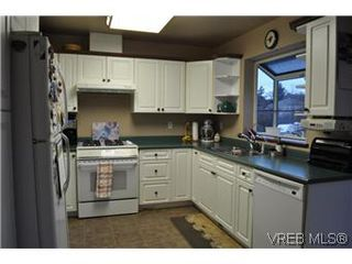 Photo 4: 4073 Borden Street in VICTORIA: SE Lake Hill Single Family Detached for sale (Saanich East)  : MLS®# 290146