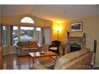 Photo 2: 4073 Borden Street in VICTORIA: SE Lake Hill Single Family Detached for sale (Saanich East)  : MLS®# 290146