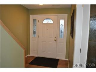 Photo 11: 4073 Borden St in VICTORIA: SE Lake Hill Single Family Detached for sale (Saanich East)  : MLS®# 564638