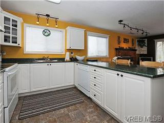 Photo 7: 1255 Mariposa Ave in VICTORIA: SW Strawberry Vale House for sale (Saanich West)  : MLS®# 569284