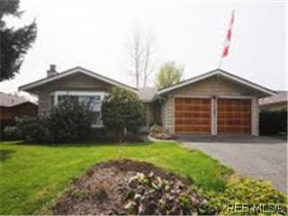 Photo 1: 1255 Mariposa Ave in VICTORIA: SW Strawberry Vale House for sale (Saanich West)  : MLS®# 569284