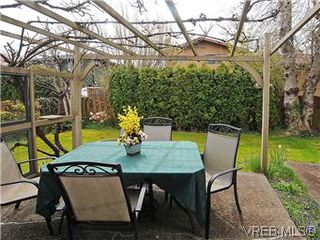 Photo 10: 1255 Mariposa Ave in VICTORIA: SW Strawberry Vale House for sale (Saanich West)  : MLS®# 569284