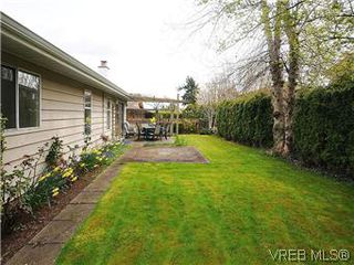 Photo 12: 1255 Mariposa Ave in VICTORIA: SW Strawberry Vale House for sale (Saanich West)  : MLS®# 569284