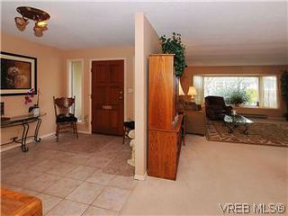 Photo 3: 1255 Mariposa Ave in VICTORIA: SW Strawberry Vale House for sale (Saanich West)  : MLS®# 569284