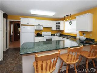 Photo 8: 1255 Mariposa Ave in VICTORIA: SW Strawberry Vale House for sale (Saanich West)  : MLS®# 569284