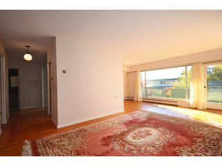 "Photo 3: 208 5475 VINE Street in Vancouver: Kerrisdale Condo for sale in ""VINECREST MANOR LTD"" (Vancouver West)  : MLS®# V1034662"