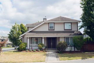 Photo 2: 9422 202A Street in Langley: Walnut Grove House for sale : MLS®# R2099681