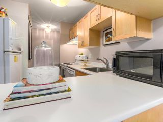 "Photo 4: 104 120 E 5TH Street in North Vancouver: Lower Lonsdale Condo for sale in ""CHELSEA MANOR"" : MLS®# R2138540"
