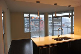 Photo 4: 707 88 1ST AVENUE in Vancouver West: False Creek Home for sale ()  : MLS®# R2034243