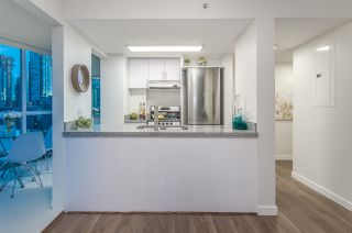 "Photo 6: 807 1188 HOWE Street in Vancouver: Downtown VW Condo for sale in ""1188 HOWE"" (Vancouver West)  : MLS®# R2162667"