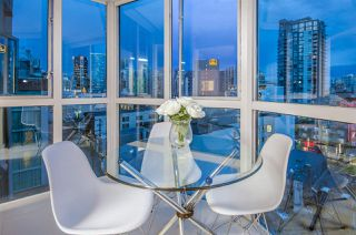 "Photo 10: 807 1188 HOWE Street in Vancouver: Downtown VW Condo for sale in ""1188 HOWE"" (Vancouver West)  : MLS®# R2162667"
