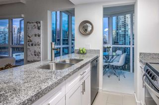"Photo 7: 807 1188 HOWE Street in Vancouver: Downtown VW Condo for sale in ""1188 HOWE"" (Vancouver West)  : MLS®# R2162667"