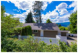 Photo 3: 1121 Southeast 1st Street in Salmon Arm: Southeast House for sale : MLS®# 10136381