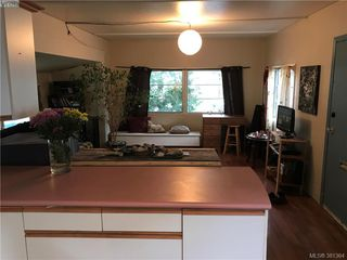 Photo 3: 30 1201 Craigflower Rd in VICTORIA: VR Glentana Manufactured Home for sale (View Royal)  : MLS®# 766156