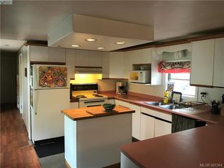 Photo 2: 30 1201 Craigflower Rd in VICTORIA: VR Glentana Manufactured Home for sale (View Royal)  : MLS®# 766156