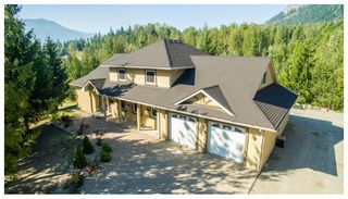 Main Photo: 1575 Recline Ridge Road in Tappen: Recline Ridge House for sale : MLS®# 10157709