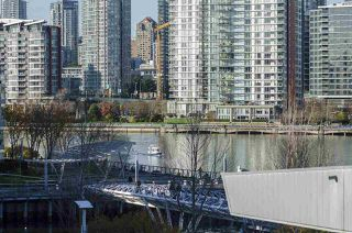 "Photo 13: 405 12 ATHLETES Way in Vancouver: False Creek Condo for sale in ""KAYAK"" (Vancouver West)  : MLS®# R2236470"