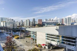 "Photo 14: 405 12 ATHLETES Way in Vancouver: False Creek Condo for sale in ""KAYAK"" (Vancouver West)  : MLS®# R2236470"