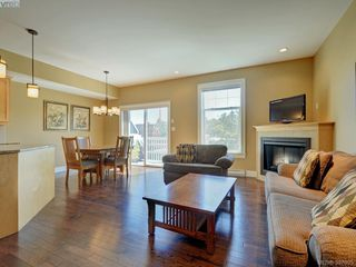 Photo 3: 4 4583 Wilkinson Rd in VICTORIA: SW Royal Oak Row/Townhouse for sale (Saanich West)  : MLS®# 794134