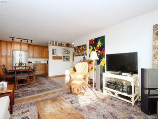 Photo 3: 304 1121 Esquimalt Road in VICTORIA: Es Saxe Point Condo Apartment for sale (Esquimalt)  : MLS®# 405094