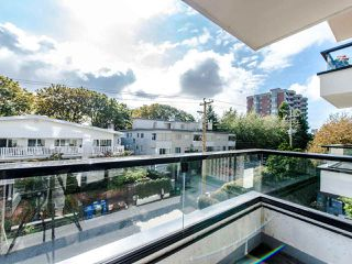 "Photo 13: 402 2370 W 2ND Avenue in Vancouver: Kitsilano Condo for sale in ""CENTURY HOUSE"" (Vancouver West)  : MLS®# R2408249"