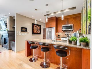 Photo 8: 502 701 3 Avenue SW in Calgary: Eau Claire Apartment for sale : MLS®# C4301387