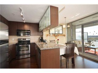 "Photo 2: 1901 892 CARNARVON Street in New Westminster: Downtown NW Condo for sale in ""Azure 2"" : MLS®# V1044252"