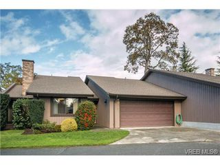 Photo 1: 10 4056 N Livingstone Ave in VICTORIA: SE Mt Doug Row/Townhouse for sale (Saanich East)  : MLS®# 685818