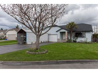 Photo 1: 19227 59 Avenue in Surrey: Cloverdale BC House for sale (Cloverdale)  : MLS®# R2156962