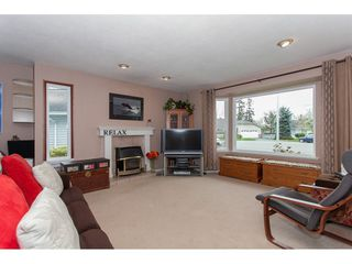 Photo 4: 19227 59 Avenue in Surrey: Cloverdale BC House for sale (Cloverdale)  : MLS®# R2156962
