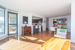 "Photo 7: 801 1088 QUEBEC Street in Vancouver: Mount Pleasant VE Condo for sale in ""The Viceroy"" (Vancouver East)  : MLS®# R2206969"