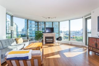 "Photo 3: 801 1088 QUEBEC Street in Vancouver: Mount Pleasant VE Condo for sale in ""The Viceroy"" (Vancouver East)  : MLS®# R2206969"