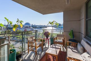 "Photo 6: 801 1088 QUEBEC Street in Vancouver: Mount Pleasant VE Condo for sale in ""The Viceroy"" (Vancouver East)  : MLS®# R2206969"