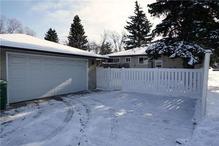 Photo 2: 7348 35 Avenue NW in Calgary: Bowness House for sale : MLS®# C4144781
