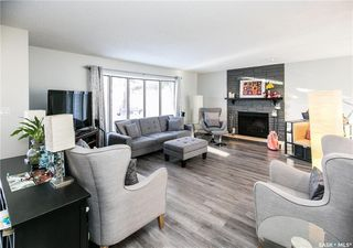 Photo 3: 437 COCKBURN Crescent in Saskatoon: Pacific Heights Residential for sale : MLS®# SK713617