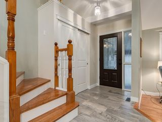 Photo 5: 16 COACH GATE Court SW in Calgary: Coach Hill House for sale : MLS®# C4184031