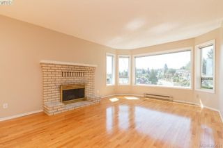 Photo 3: 628 Cairndale Road in VICTORIA: Co Triangle Single Family Detached for sale (Colwood)  : MLS®# 395631