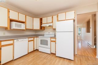 Photo 11: 628 Cairndale Road in VICTORIA: Co Triangle Single Family Detached for sale (Colwood)  : MLS®# 395631