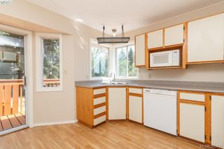 Photo 10: 628 Cairndale Road in VICTORIA: Co Triangle Single Family Detached for sale (Colwood)  : MLS®# 395631