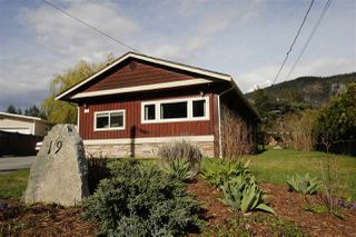 Photo 1: 19 BRACKEN Parkway in Squamish: Brackendale Manufactured Home for sale : MLS®# R2342599