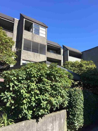 """Main Photo: 104 1045 BURNABY Street in Vancouver: West End VW Condo for sale in """"LANDMARK BAYSIDE"""" (Vancouver West)  : MLS®# R2350568"""