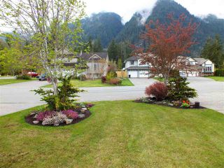 "Photo 3: 65577 MOUNTAIN ASH Drive in Hope: Hope Kawkawa Lake House for sale in ""KETTLE VALLEY STATION"" : MLS®# R2360597"