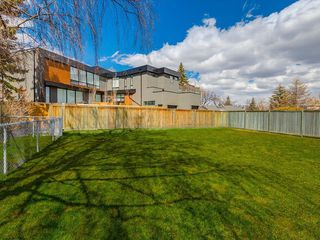 Photo 3: 808 47 Avenue SW in Calgary: Britannia Detached for sale : MLS®# C4237675