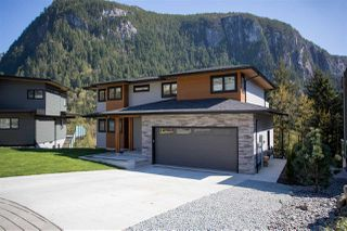 """Photo 1: 2252 WINDSAIL Place in Squamish: Plateau House for sale in """"Crumpit Woods"""" : MLS®# R2365036"""
